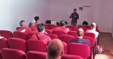 Charla formativa sobre recursos psicológicos para monitores de fútbol base